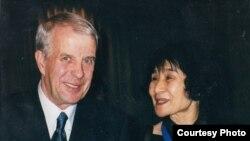 Анатолий Петрицкий и искусствовед Хироко Кодзима. Токио, 2002 г. Photo: Oleg Sulkin