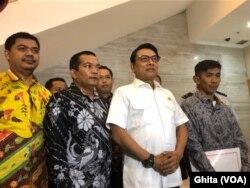 Kepala Staf Kepresidenan Moeldoko, ditemui di kantornya, Jakarta, menanggapi demo kaum buruh yang menolak RUU Omnibus Law, Senin, 20 Januari 2020. (Foto: VOA/Ghita)