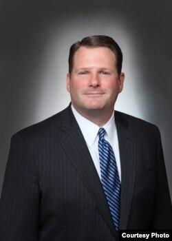 华盛顿市律师查尔斯·杜洛斯(Charles Duross)
