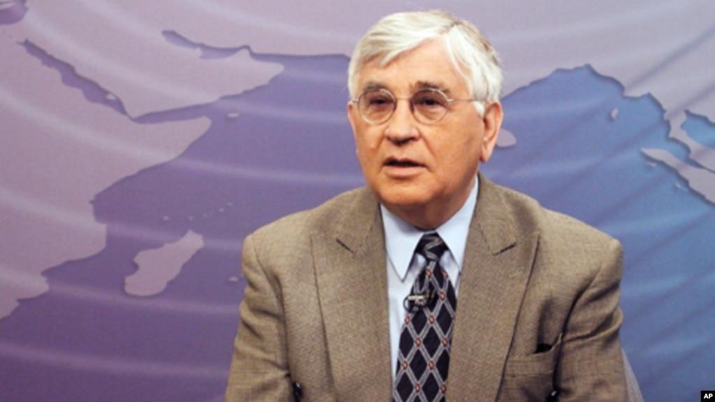 Nικόλαος Σταύρου σε στούτνιο της VOA
