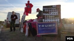 A table holds Trump memorabilia at a campaign rally in Gaffney, South Carolina, Feb. 19, 2016. (R. Taylor/VOA)