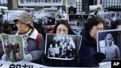 """Porodice """"žena za utehu"""" u Seulu zahtevaju izvinjenje i odštetu od Japana, Južna Koreja 28. decembar 2015."""
