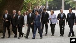 星期四,7国集团及欧盟领导人参观伊势神宫。