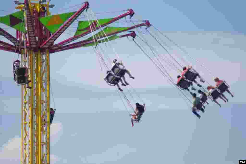 """Vértigo"" era el nombre de este juego mecánico para girar en el aire, a varios metros de altura.(Foto: Mariana Ardiles)."