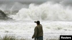 28일 허리케인 샌디가 접근하면서 파도가 높아진 미국 뉴저지주 오션시티 해변.
