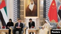 阿联酋副总统兼总理、迪拜酋长谢赫·默罕默德在阿布扎比总统府会晤中国国家主席习近平。(2018年7月20日)