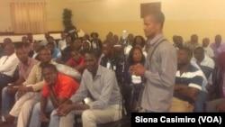 Ouvinte participando do programa Angola Fala Só na Huíla