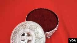 زعفران کاران هرات ادعا می کنند که محصولات آنان بهترین در جهان است