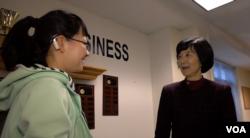王琪教授(右)和她的得意门生田舒徐