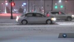 Сніговий шторм охопив північно-східне узбережжя США. Відео
