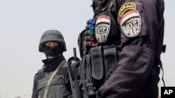 Egyptian policemen.