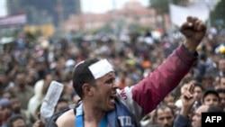 Mübarek aleyhtarları Kahire'nin Tahrir Meydanı'nda protesto eylemlerini hafta sonu da sürdürdü