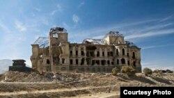 نمای از ساختمان ویران شدۀ قصر دارالامان