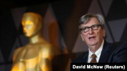 El presidente de la Academia de Artes y Ciencias Cinematográficas, John Bailey, habla en una recepción en Beverly Hills, Estados Unidos. Imagen de archivo. 2 de marzo de 2018. REUTERS/David McNew