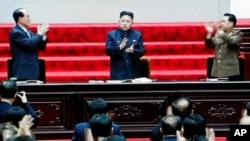 13일 최고인민회의에서 국방위원회 제1위원장으로 추대된 김정은(사진중앙) 노동당 1비서