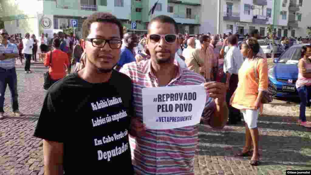 Cabo-verdianos manifestam-se contra aumento de salários e regalias dos políticos. Praia, 30 Março, 2015. Foto de Tey Alexandre. Cabo Verde