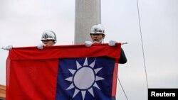 台湾士兵在台北中正纪念堂前举行升旗仪式。(2019年1月22日)