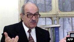 Luật sư Maleh trước đây đã bị tù vào đầu và giữa thập niên 1980 vì tội đòi cải cách hiến pháp Syria