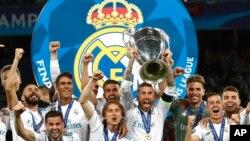 Real Madrid, shaampiyoonaa Liigii irratti Liver pool moote eegee ammoo kilabii UAE mootee waancaa kubbaa miilaa kilaboota FIFA irraa fudhatte