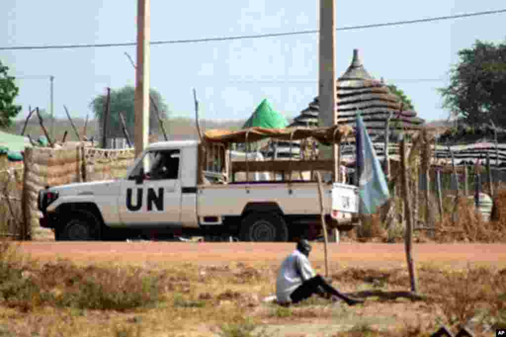 UN's Mission in Sudan, known as UNMIS, has about 700 peacekeepers deployed in Abyei town.