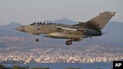 이라크내 목표물을 공습하고 돌아오는 영국군 전폭기 (자료사진)