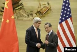 2016年1月27日,美国国务卿克里和中国外长王毅在别境行联合记者会之后。