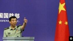 Phát ngôn viên Bộ Quốc phòng Trung Quốc Cảnh Nhạn Sinh nói rằng máy bay Trung Quốc chưa hề xâm phạm vùng trời nước nào.