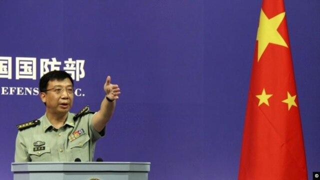 Phát ngôn viên Bộ Quốc phòng Trung Quốc Cảnh Nhạn Sinh nói rằng Trung Quốc có chủ quyền không thể tranh cãi đối với quần đảo Nam Sa và vùng biển lân cận