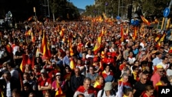Nationalist activists march during a mass rally against Catalonia's declaration of independence, in Barcelona, Spain, Sunday, Oct. 29, 2017. (AP Photo/Emilio Morenatti)