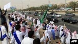 Король Саудовской Аравии прибывает в Эр-Рияд