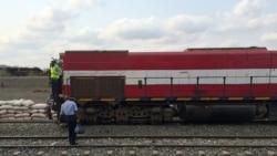 Greve nos caminhos de ferro de Luanda - 1:30