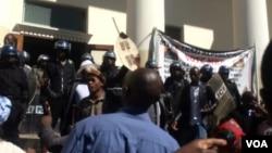 Amapholisa avimba amalunga eMthwakazi Republic Party.