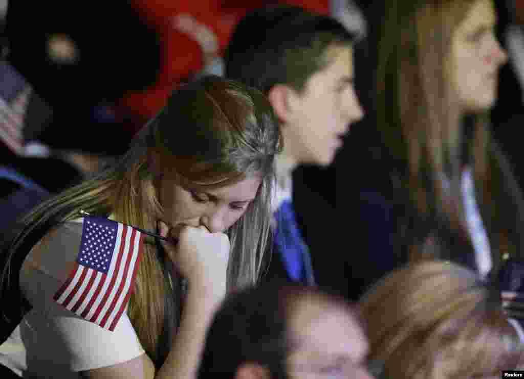 7일 미국 매사추세츠주 보스턴에서 롬니 후보의 연설을 들으며 침통해하는 공화당 지지자들.