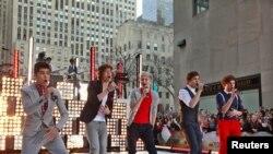 """La banda británica """"One direction"""" en su presentación en el programa estadounidense """"The Today Show"""" en Nueva York"""