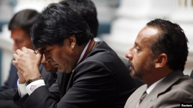 El presidente Boliviano, Evo Morales (izquierda), junto al representande de la Agencia de la ONU contra la Droga y el Delito, Cesar Guedes.
