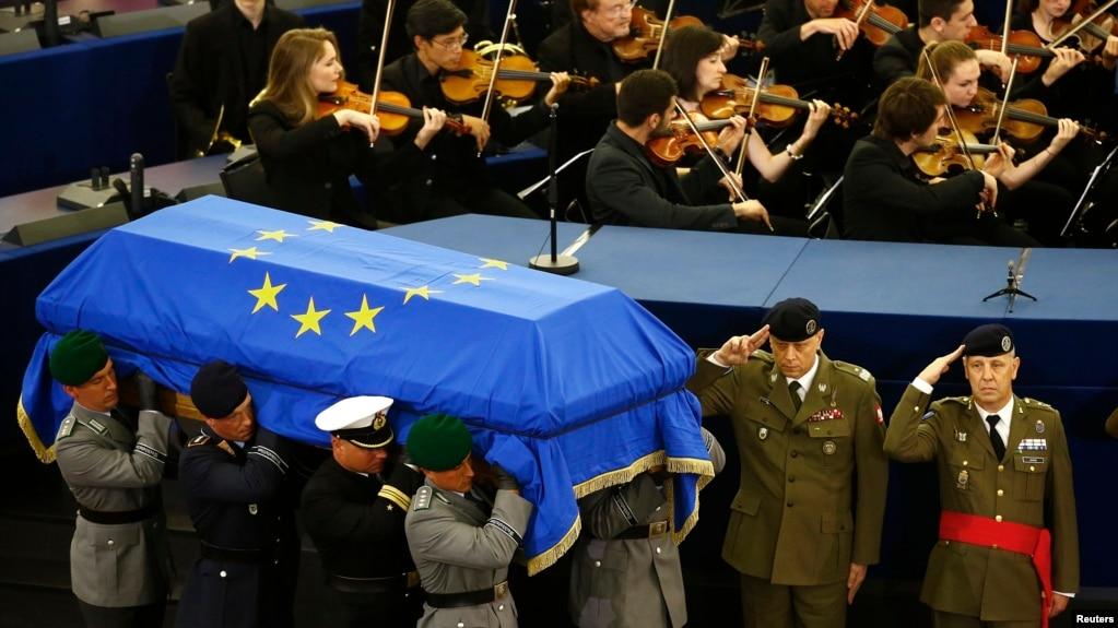 Vlerësim dhe nderime në funeralin e Helmut Kohlit