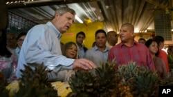 El secretario de Agricultura de EE.UU., Thomas Vilsack visitó por primera vez Cuba en noviembre del año pasado con el objetivo de promover el intercambio agrícola.