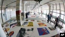阿尔卡特拉斯岛上艾未未艺术展中的乐高积木拼图头像(2014年9月24日)