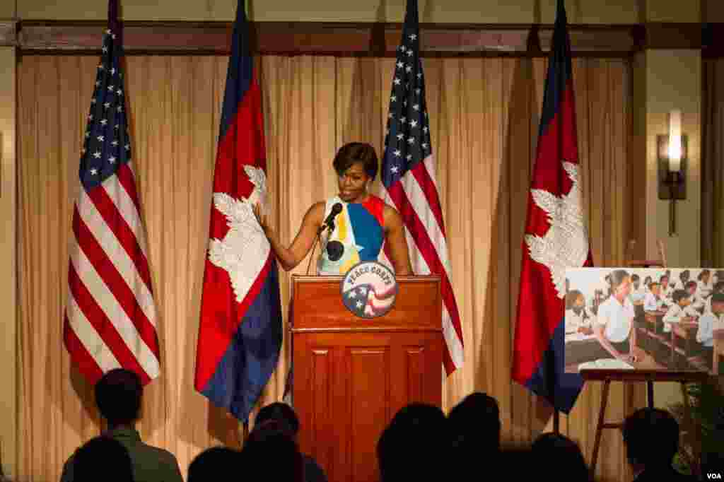 Michelle Obama gave her speech at Peace Porps vulunteer training for Let Girls Learn at a hotel in Siem Reap city on Saturday.