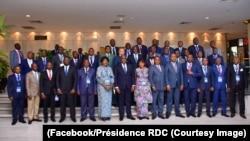 Président Félix Tshisekedi kati ya bakambi ya bituka na bofungolami ya likindo moko na Kempinski Hotel Fleuve Congo, Kinshasa, le 13 mai 2019. (Facebook/Présidence RDC)