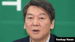 한국 제2야당인 국민의당 안철수 대표가 29일 국회 본청에서 열린 최고위회의에서 모두발언을 하고 있다.