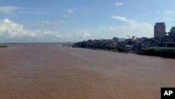 Sông Hồng, nhìn xuôi dòng từ cầu Chương Dương