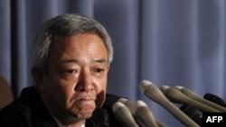 Bộ trưởng Bộ Tái thiết Nhật Bản Ryu Matsumoto phát biểu tại một cuộc họp báo sau khi loan báo từ chức tại Tokyo, ngày 5/7/2011