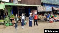 ကခ်င္ျပည္နယ္ ဖားကန႔္ၿမိဳ႔နယ္မွာ Mask တပ္ဖို႔ ႏိႈးေဆာ္ေနတဲ့ ျမင္ကြင္း။ Department of Public Health Kachin State - ႏိုဝင္ဘာ ၂၈၊ ၂၀၂၀)