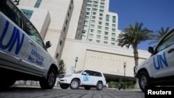 Vozila Ujedinjenih nacija koja prevoze inspektore Organizacije za zabranu hemijskog oružja (OPCW) snimljeni u Damasku, Sirija, 18. aprila 2018.
