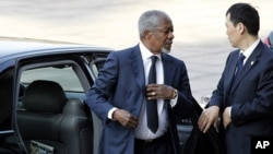 Kofi Annan, left, the United Nations and Arab League envoy to Syria, arrives at the Great Hall of the People for talks with Chinese Premier Wen Jiabao in Beijing, China, March 27, 2012.