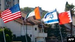 د اماراتو او بحرین د بهرنیو چارو وزیران به د اسرائیل له صدراعظم سره دا تړون لاسلیک کوي