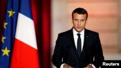 امانوئل ماکرون با پیروزی در انتخابات ۱۷ اردیبهشت ۱۳۹۶ به عنوان رئیس جمهوری جدید فرانسه انتخاب شد.