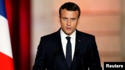 Presiden baru Perancis Emmanuel Macron melakukan pembicaraan telepon dengan Presiden Rusia Vladimir Putin (foto: ilustrasi).