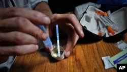 芬太尼的毒性是海洛因的50倍,嗎啡的100倍,筆尖大小的量即可致命。圖為紐約一名芬太尼使用者。